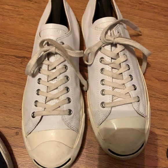 Slick Leather lowcut Converse sneaks